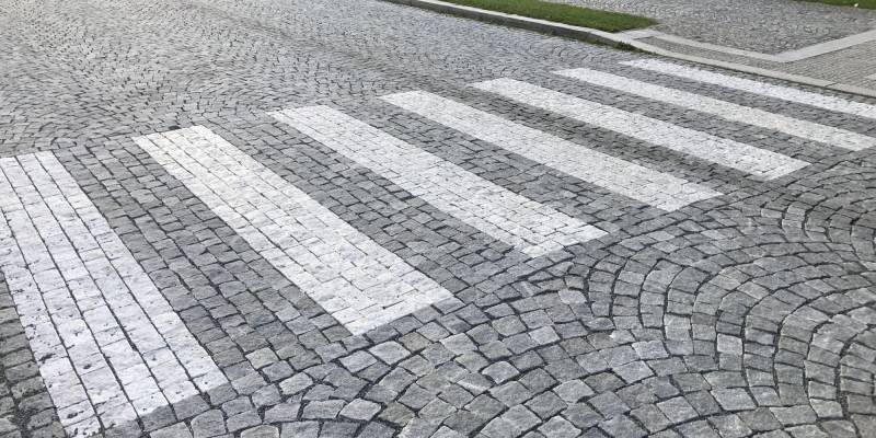 Komunikace a pěší zóna v Karlově Studánce